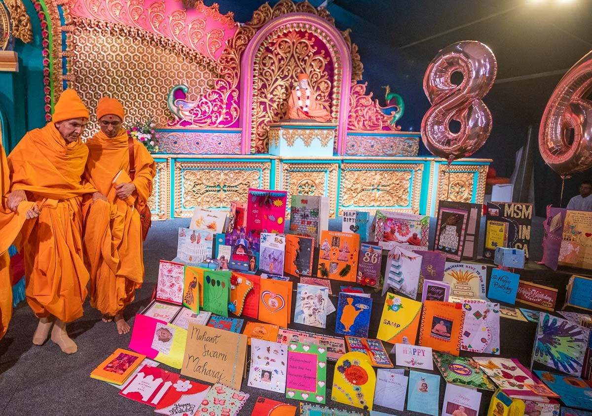 Swamishri observes cards made by devotees