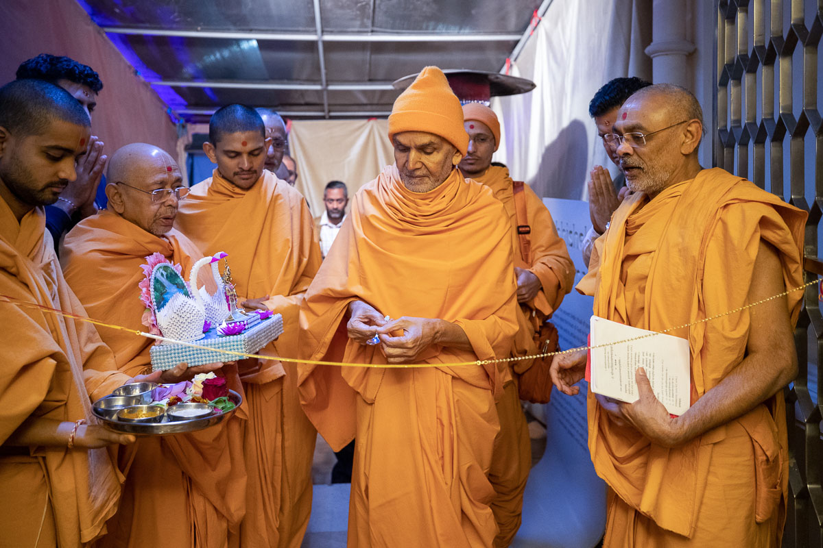 Swamishri performs door opening rituals