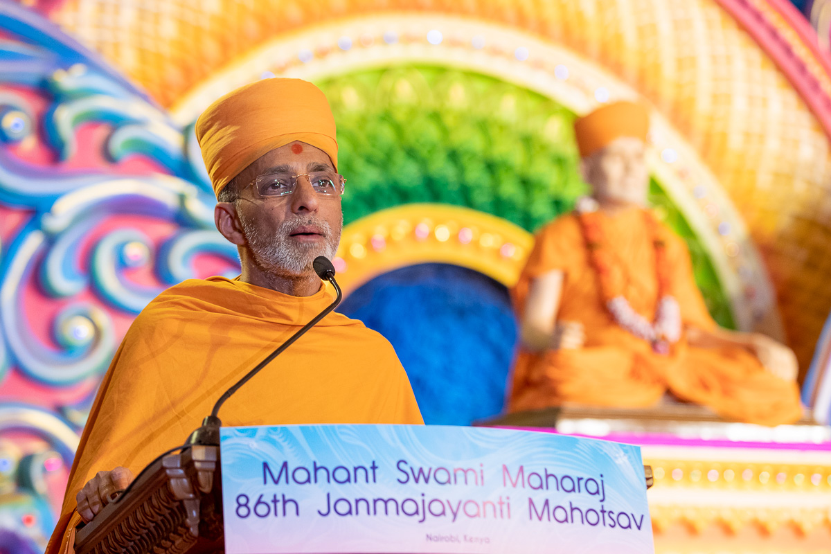 Priyavrat Swami addresses the assembly