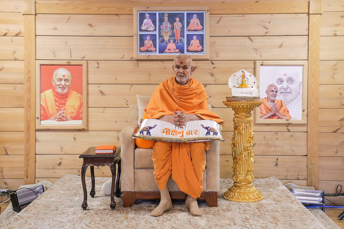 Swamishri during the morning shibir session