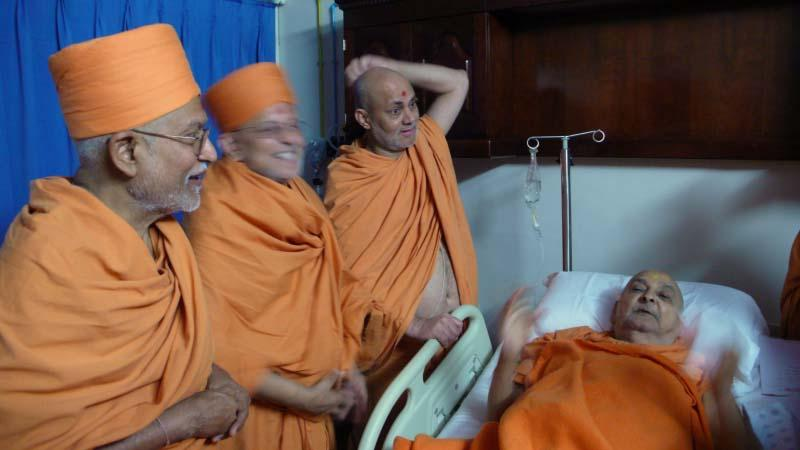 Post angiography, an atmosphere of relief and comfort as senior sadhus talk to Swamishri and share their feelings