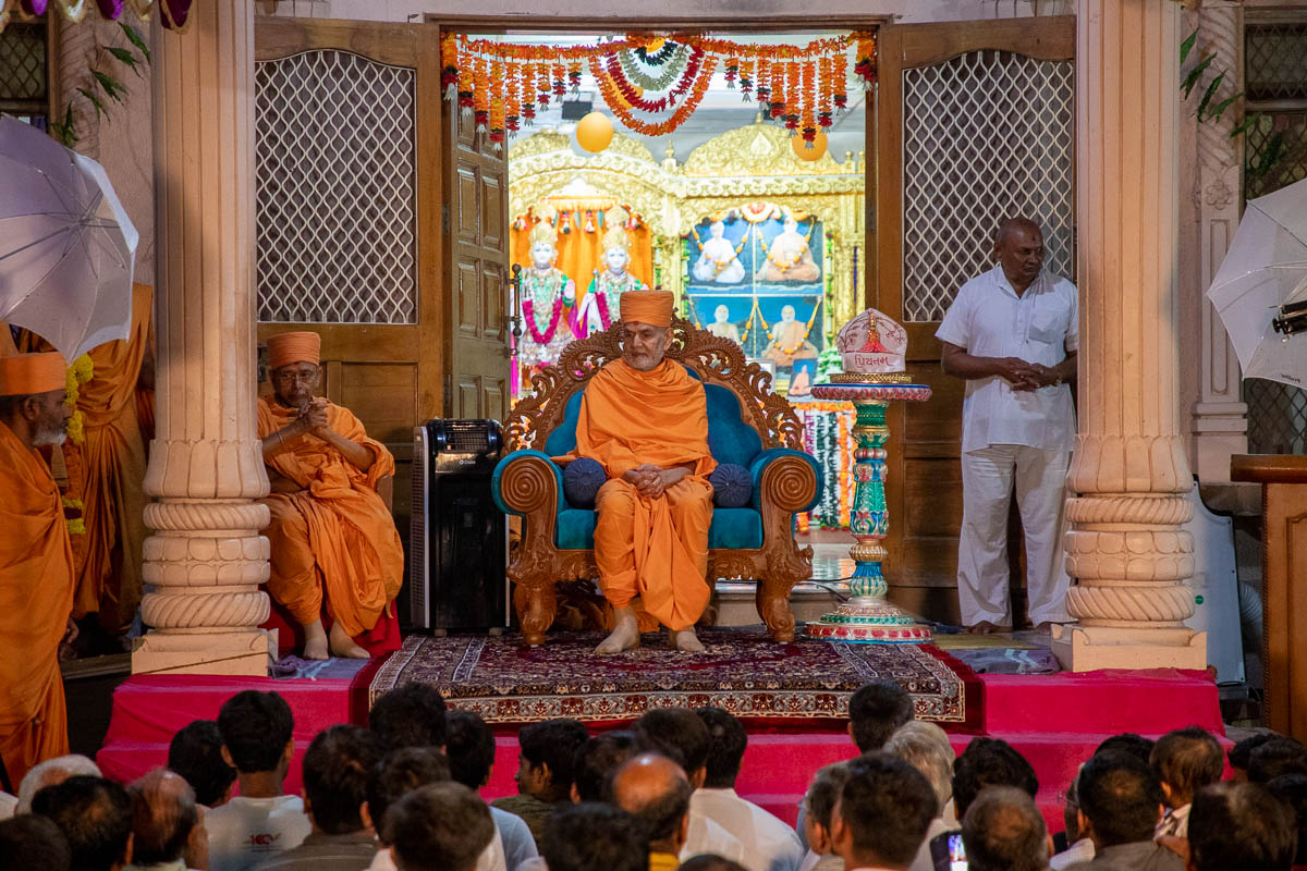 Swamishri during the assembly