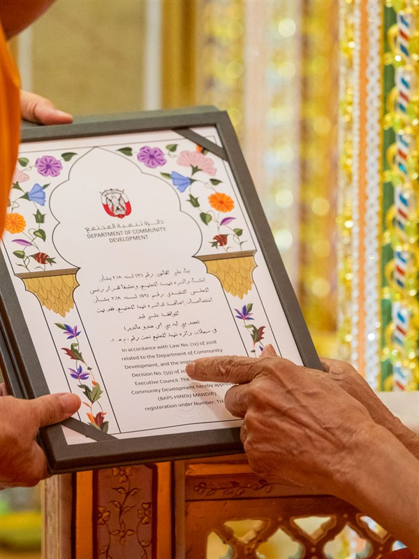 Swamishri reads the license granted to the BAPS Hindu Mandir in Abu Dhabi