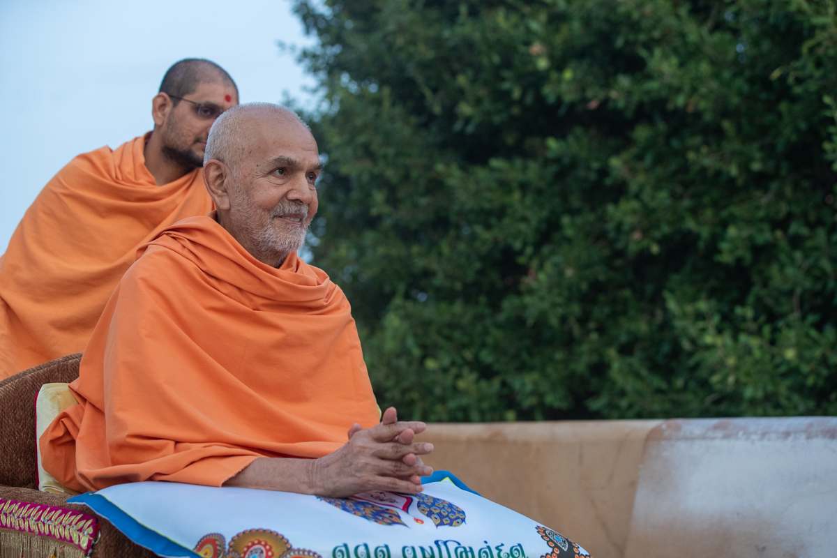Swamishri in the mandir pradakshina