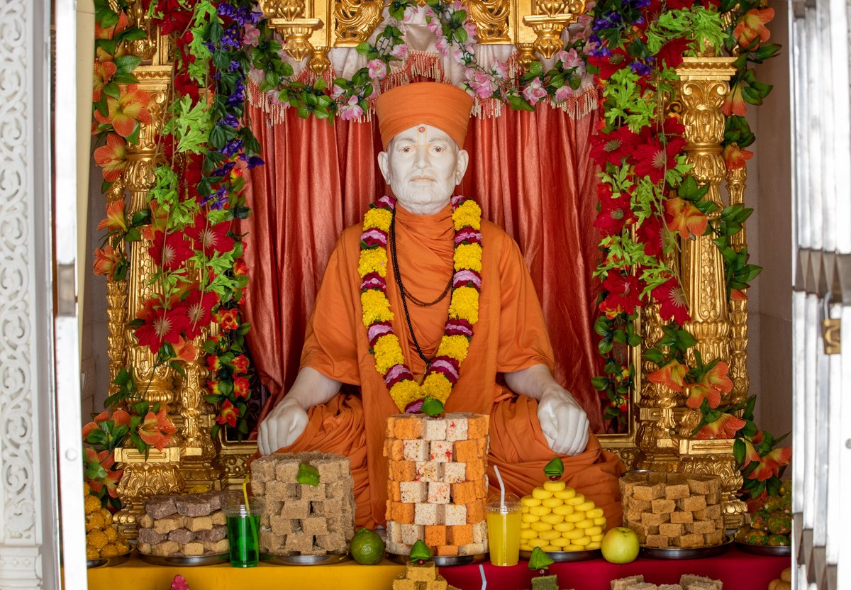 Annakut offered to Brahmaswarup Shastriji Maharaj