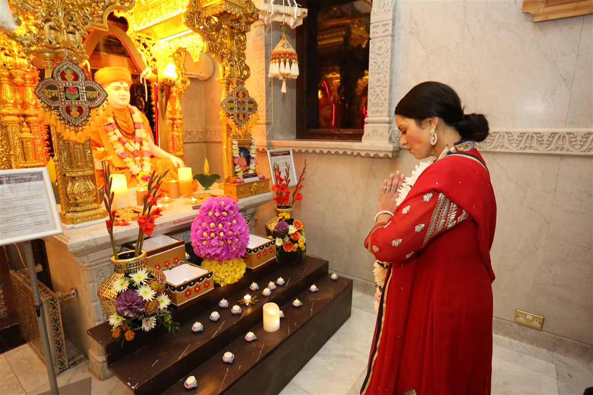 The Home Secretary paid her respects to the creator of the Mandir, His Holiness Pramukh Swami Maharaj