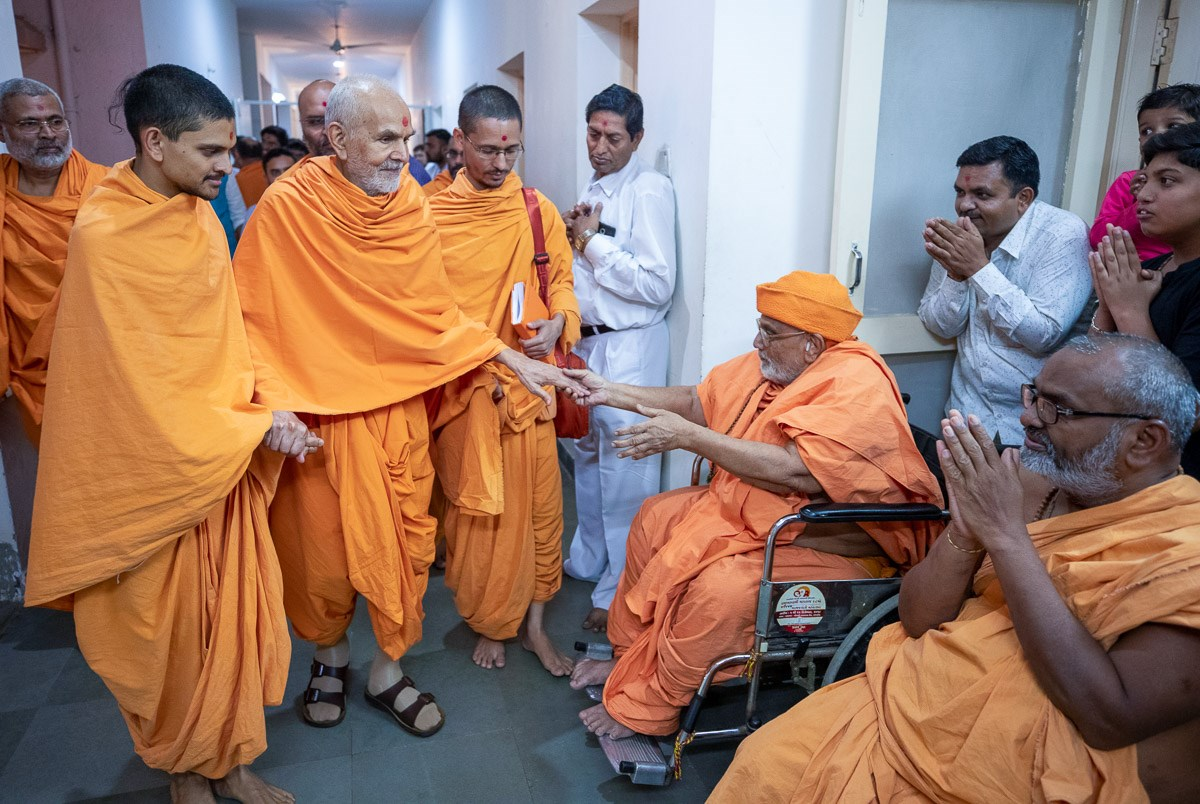 Swamishri blesses sadhus on his way to the assembly