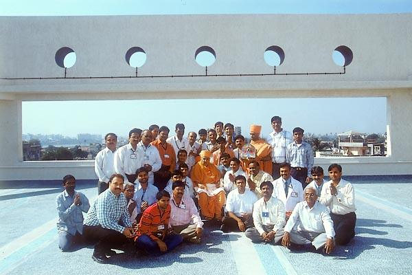 Swamishri with devotees involved in the hospital construction project