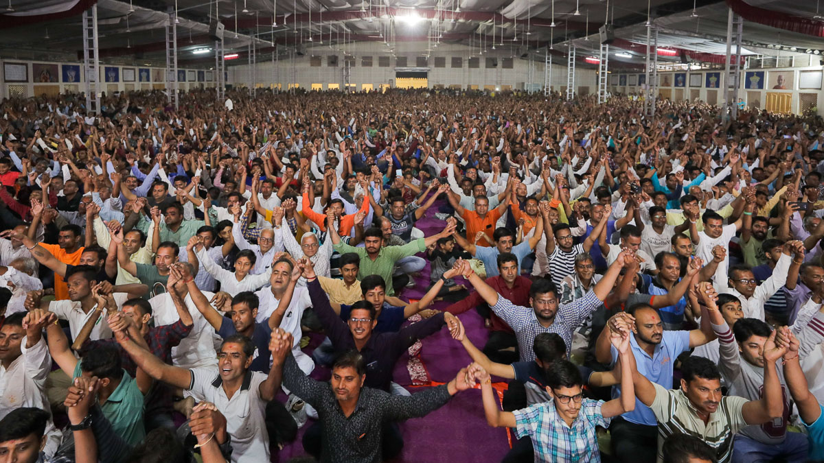 Devotees join hands with each other in a gesture of unity
