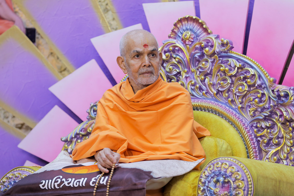 Swamishri during the evening assembly conducted by YTK youths