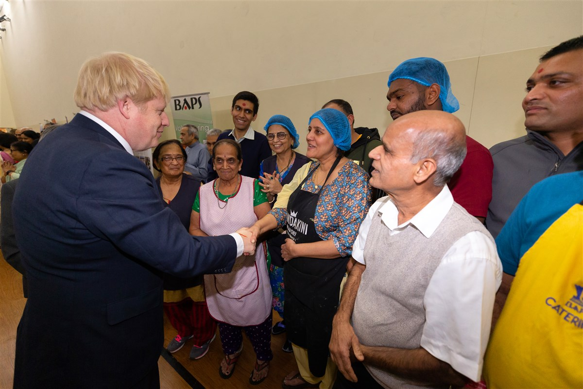 The Prime Minister met some of the catering volunteers who serve at the Mandir