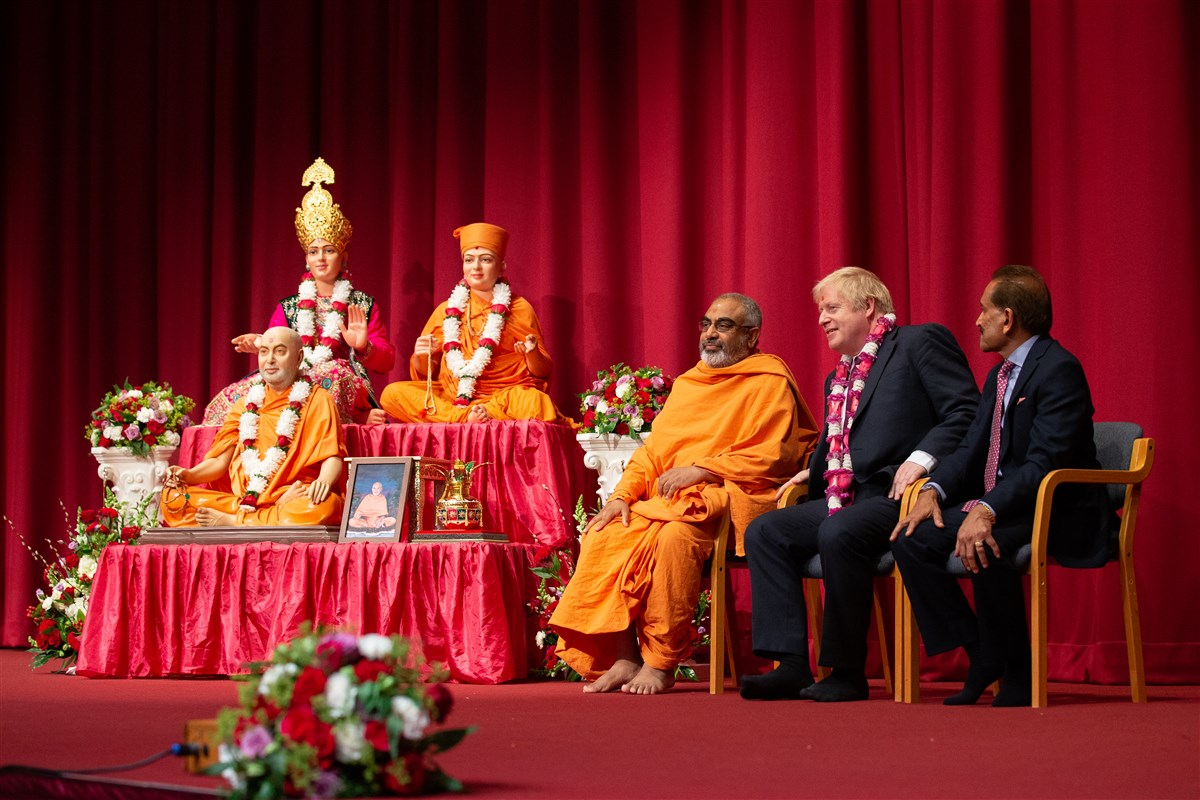 (L to R) Yogvivekdas Swami, Head of BAPS Shri Swaminarayan Mandir, London; Right Honourable Boris Johnson, Prime Minister of the United Kingdom; Jitu Patel, Trustee of BAPS Swaminarayan Sanstha in the UK and Europe