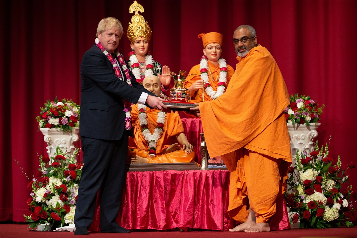 Yogvivekdas Swami presented an Amrut Kalash to Prime Minister Johnson on behalf of Mahant Swami Maharaj