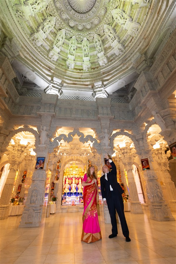 Mr Johnson and Ms Symonds were awed by the traditional Hindu architecture of the Mandir