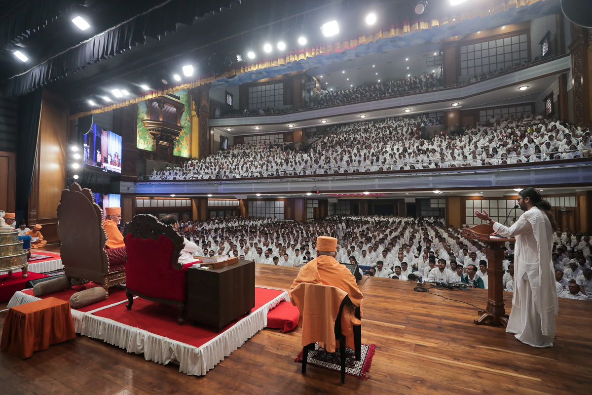 Devotees of Shrimad Rajchandra Mission during the assembly