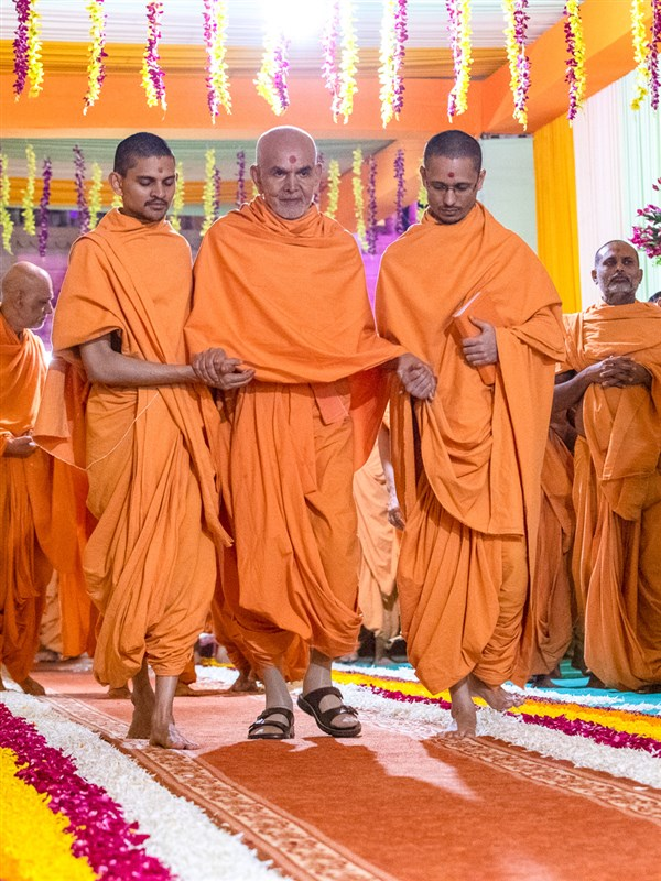 Swamishri after darshan of Shri Nilkanth Varni