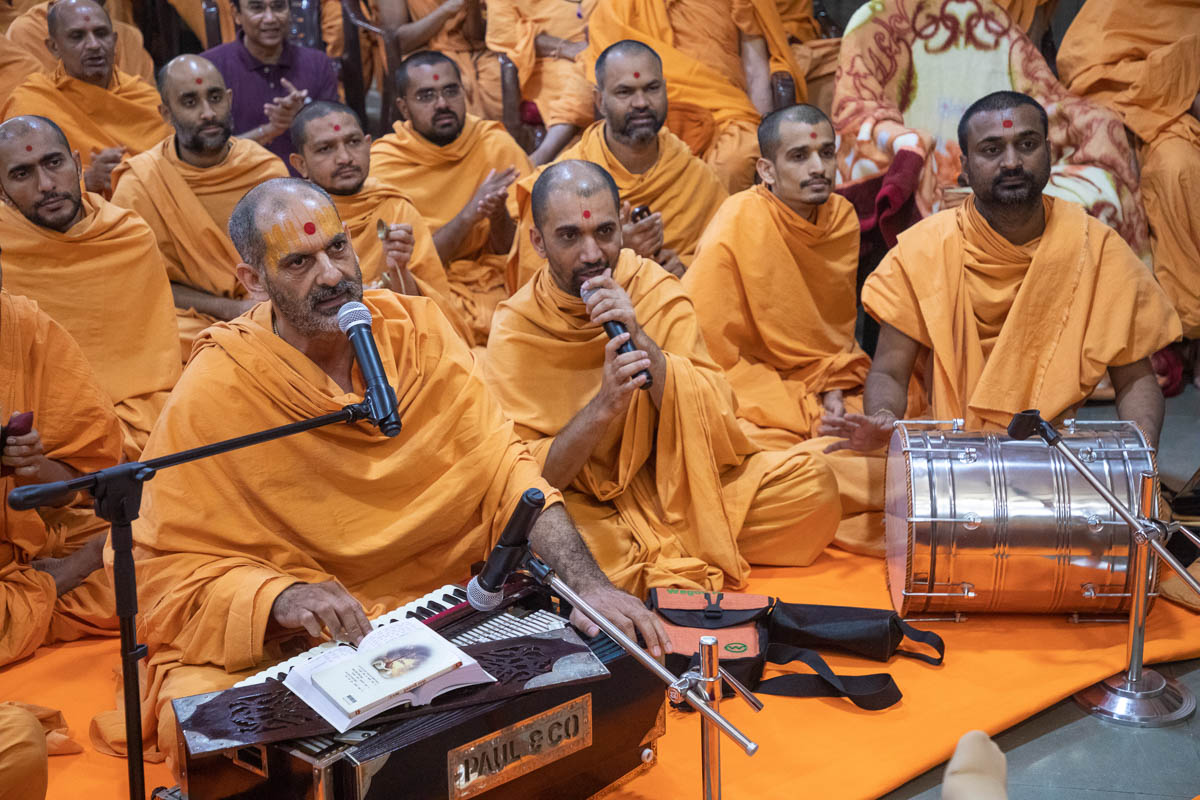 Sadhus sing kirtans in the assembly