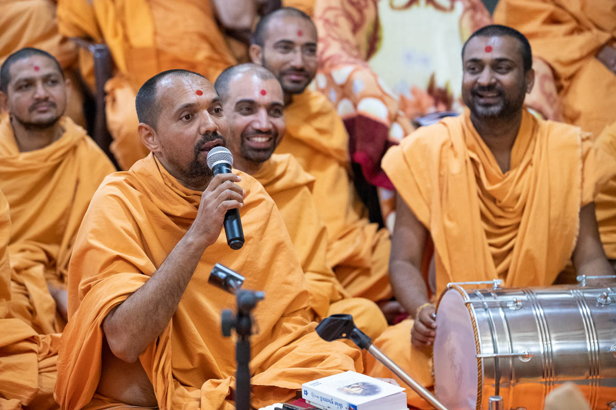 Yogiprem Swami presents in the assembly
