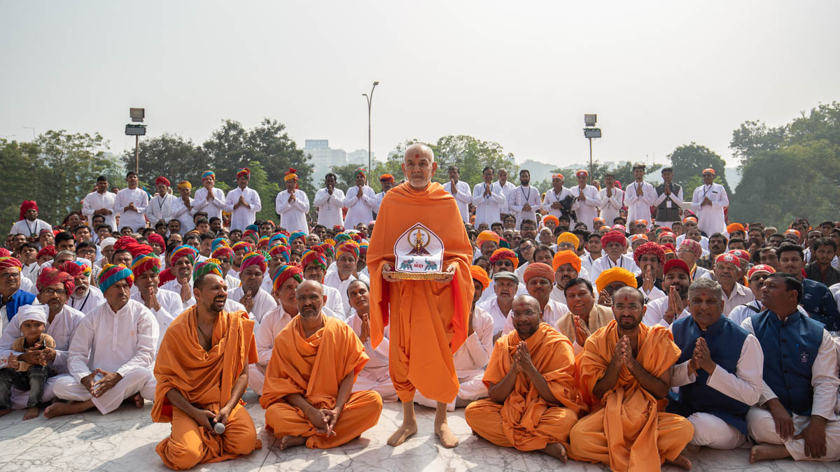 Sadhus and devotees with Swamishri
