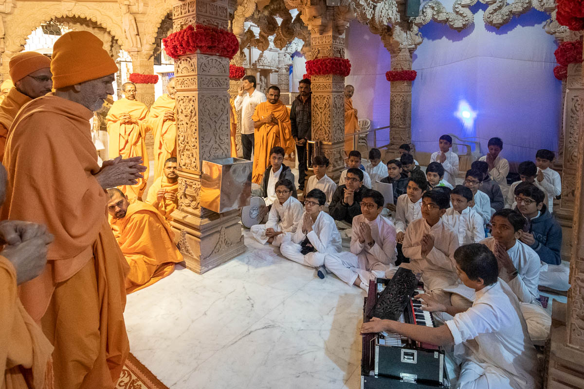 Children sing kirtans