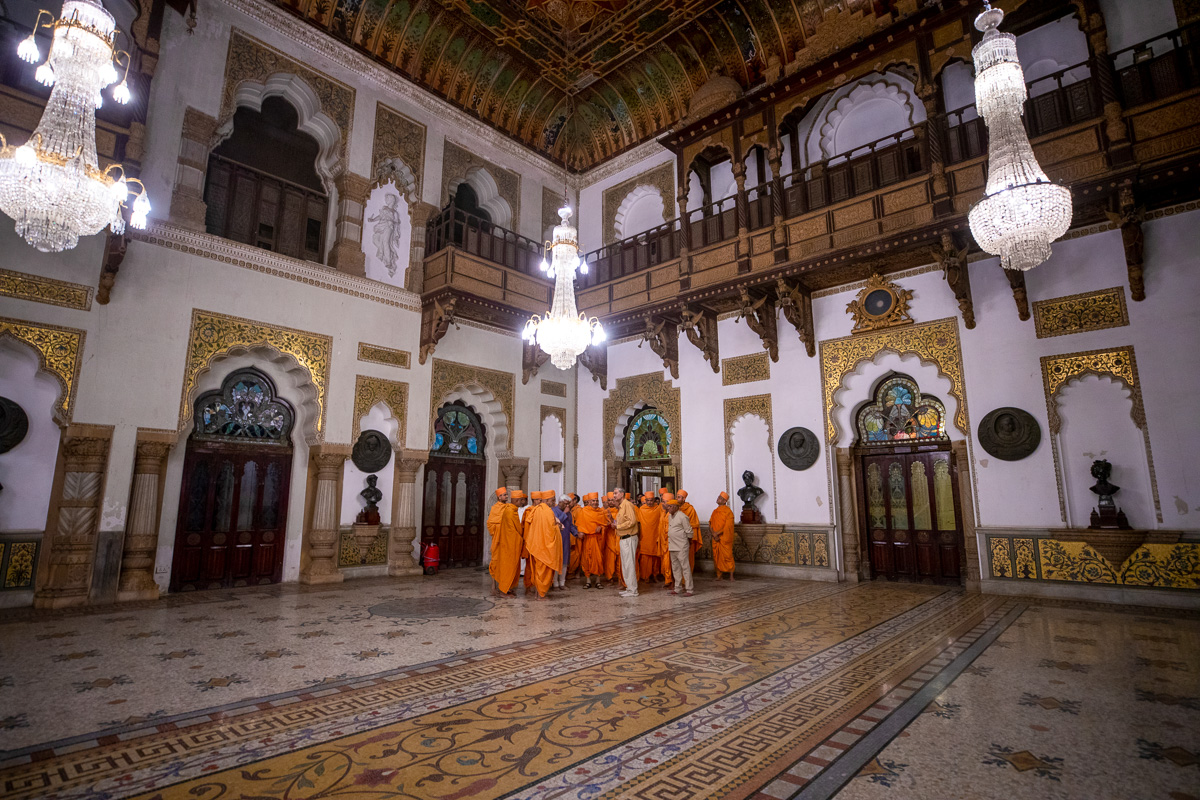 Swamishri observes the palace