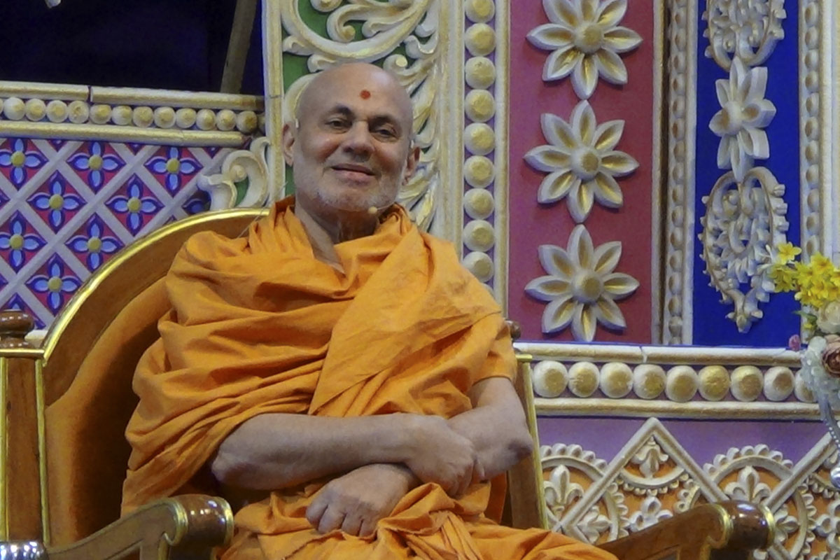Pujya Viveksagar Swami addresses the conference