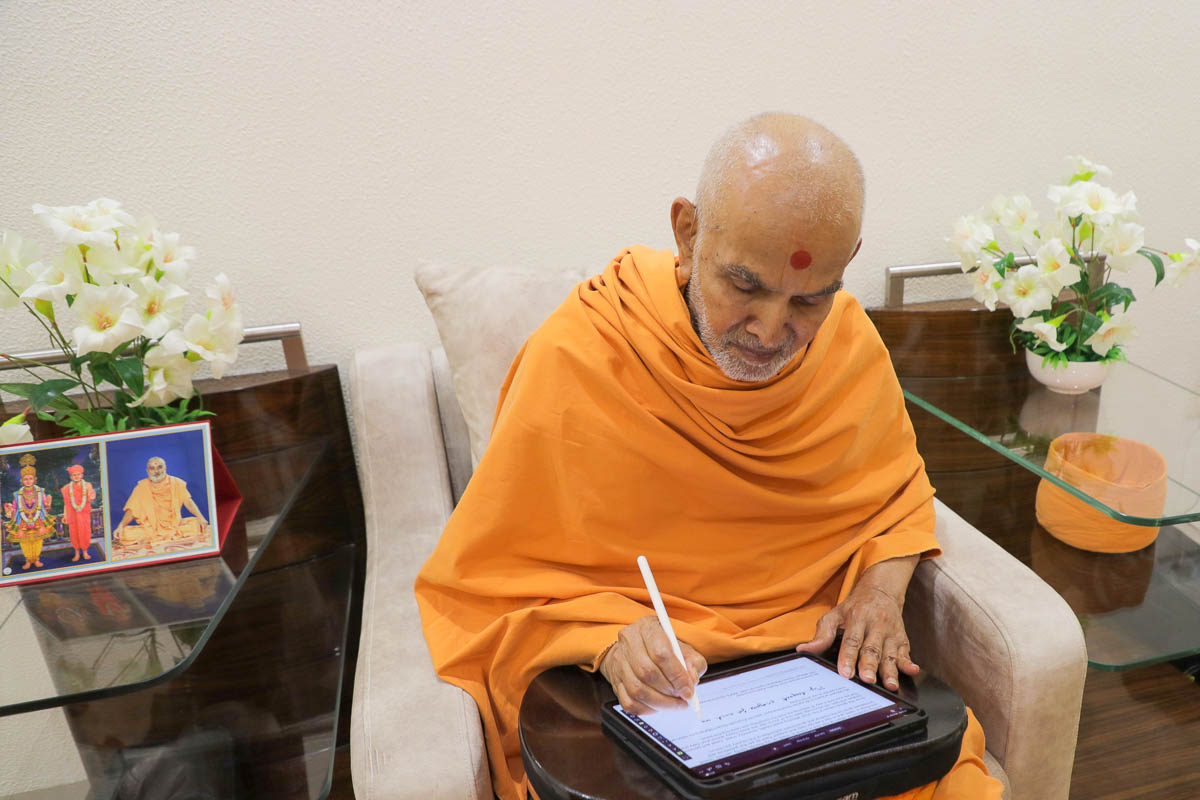 Swamishri writes a message of appreciation and prayer