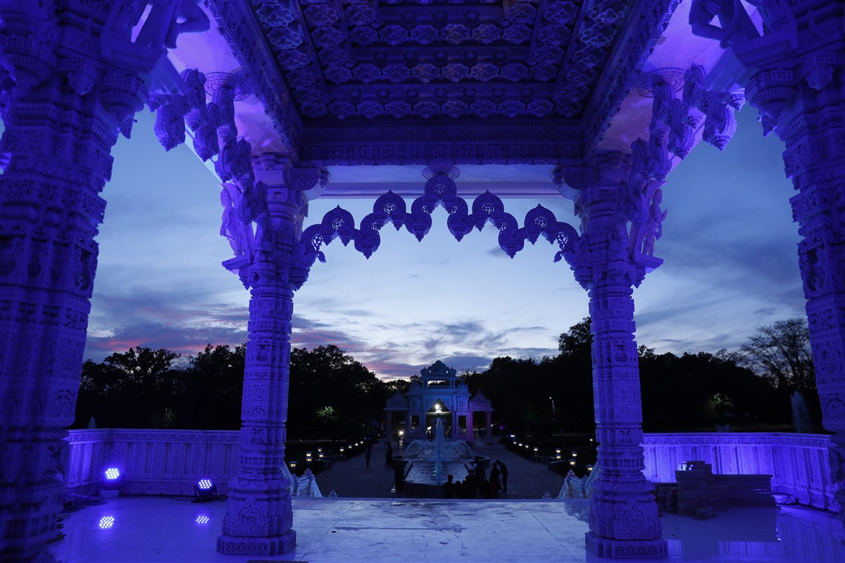 BAPS Shri Swaminarayan Mandir, Chicago, IL lit up in blue to show support, solidarity in face of COVID-19 pandemic to doctors, nurses, paramedics, public safety officers, and other frontline workers.