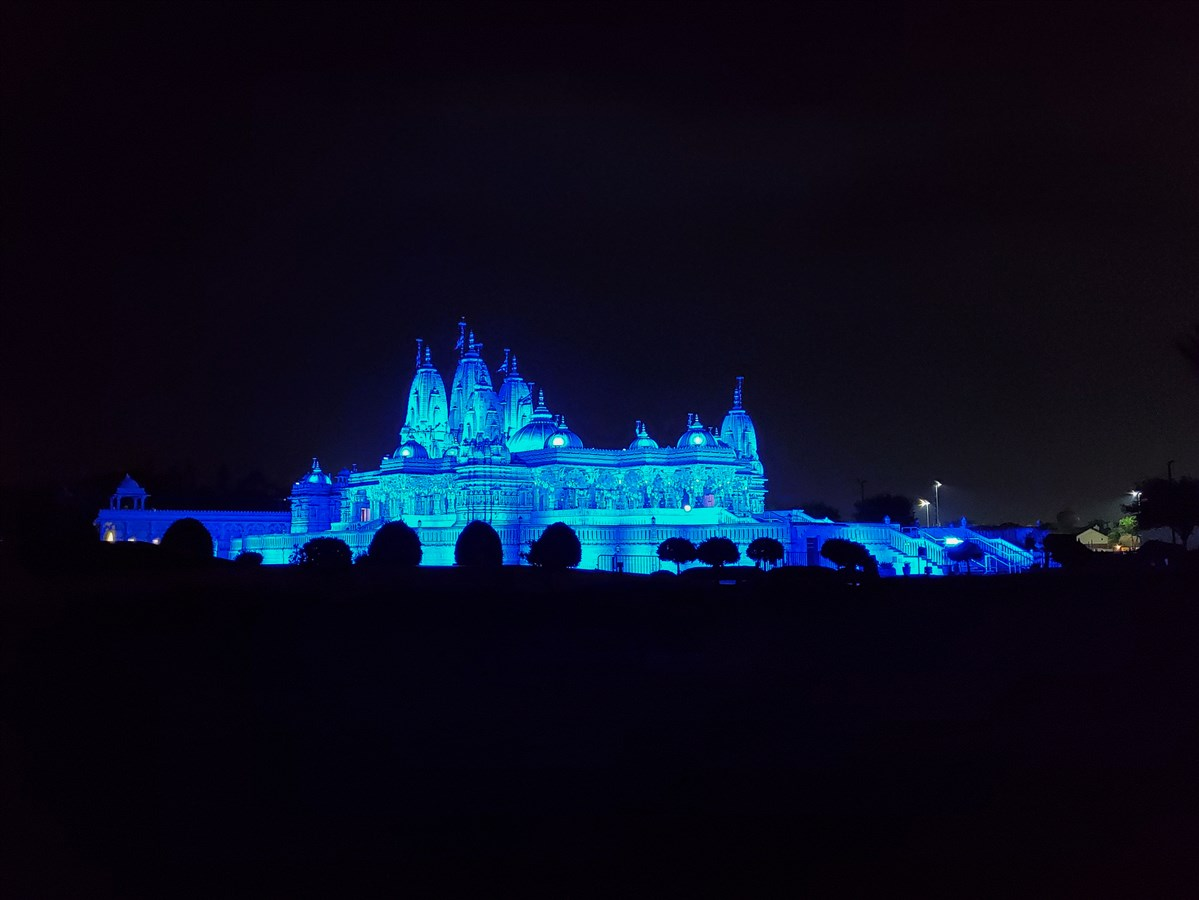 BAPS Shri Swaminarayan Mandir, Houston, TX lit up in blue to show support, solidarity in face of COVID-19 pandemic to doctors, nurses, paramedics, public safety officers, and other frontline workers.
