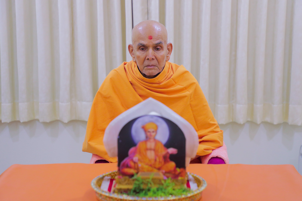 Swamishri during the evening arti