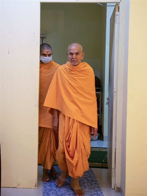 Param Pujya Mahant Swami Maharaj on his way for his daily puja