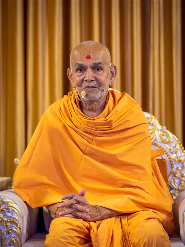 Swamishri in conversation via video conference