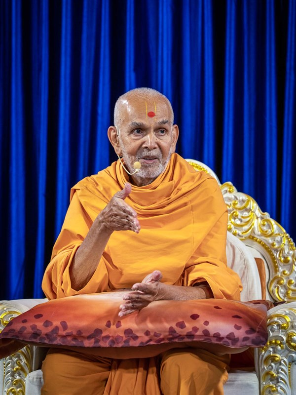 Swamishri narrates his memories of the historic festivals