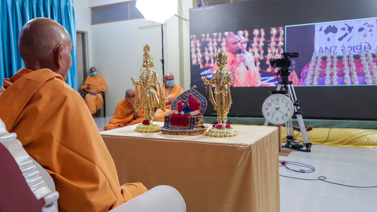 Paramchintan Swami presents before Swamishri via video conference, Nenpur
