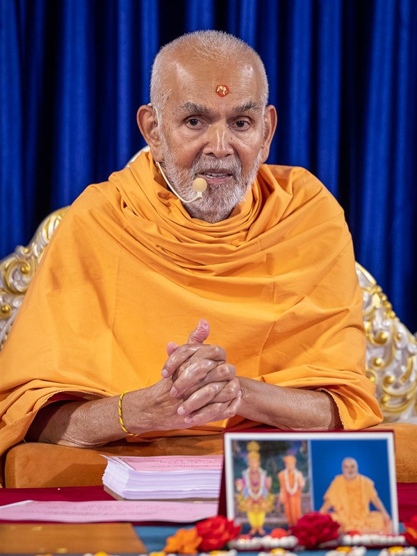 Swamishri discourses on 'Satsang Diksha'