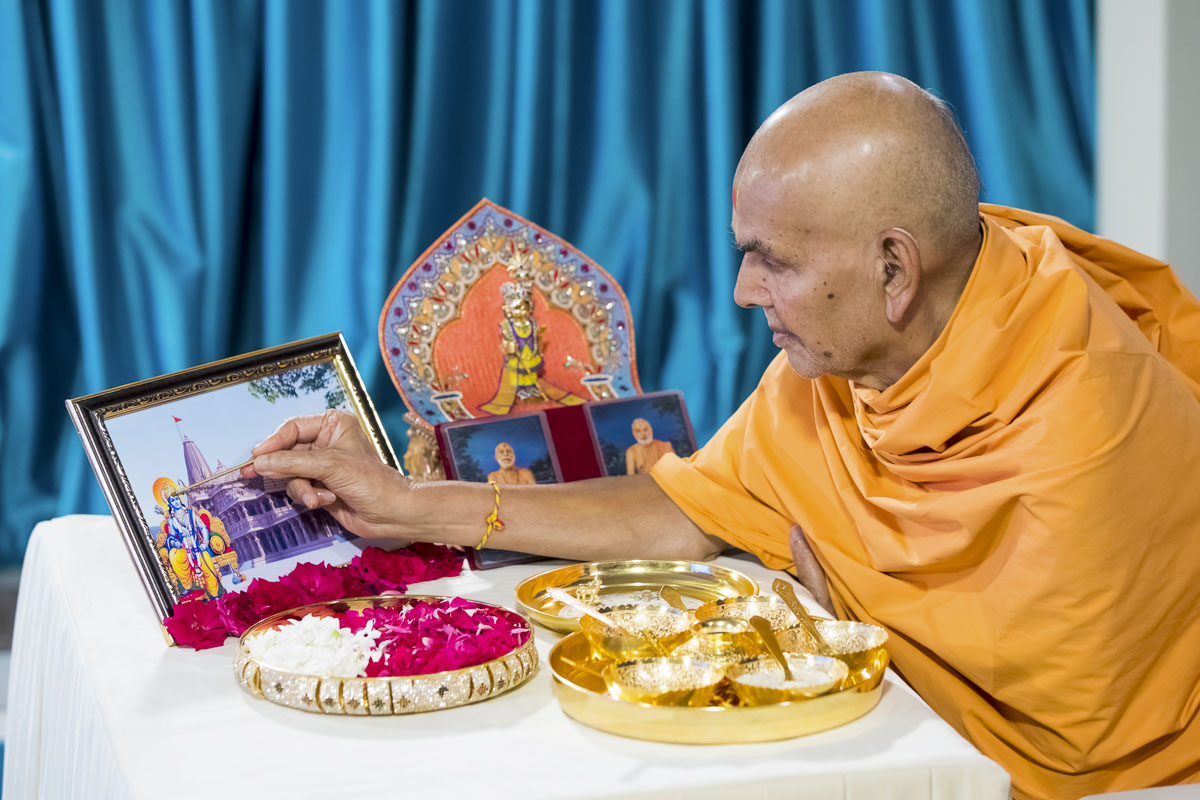 Pujan and Prayers by HH Mahant Swami Maharaj