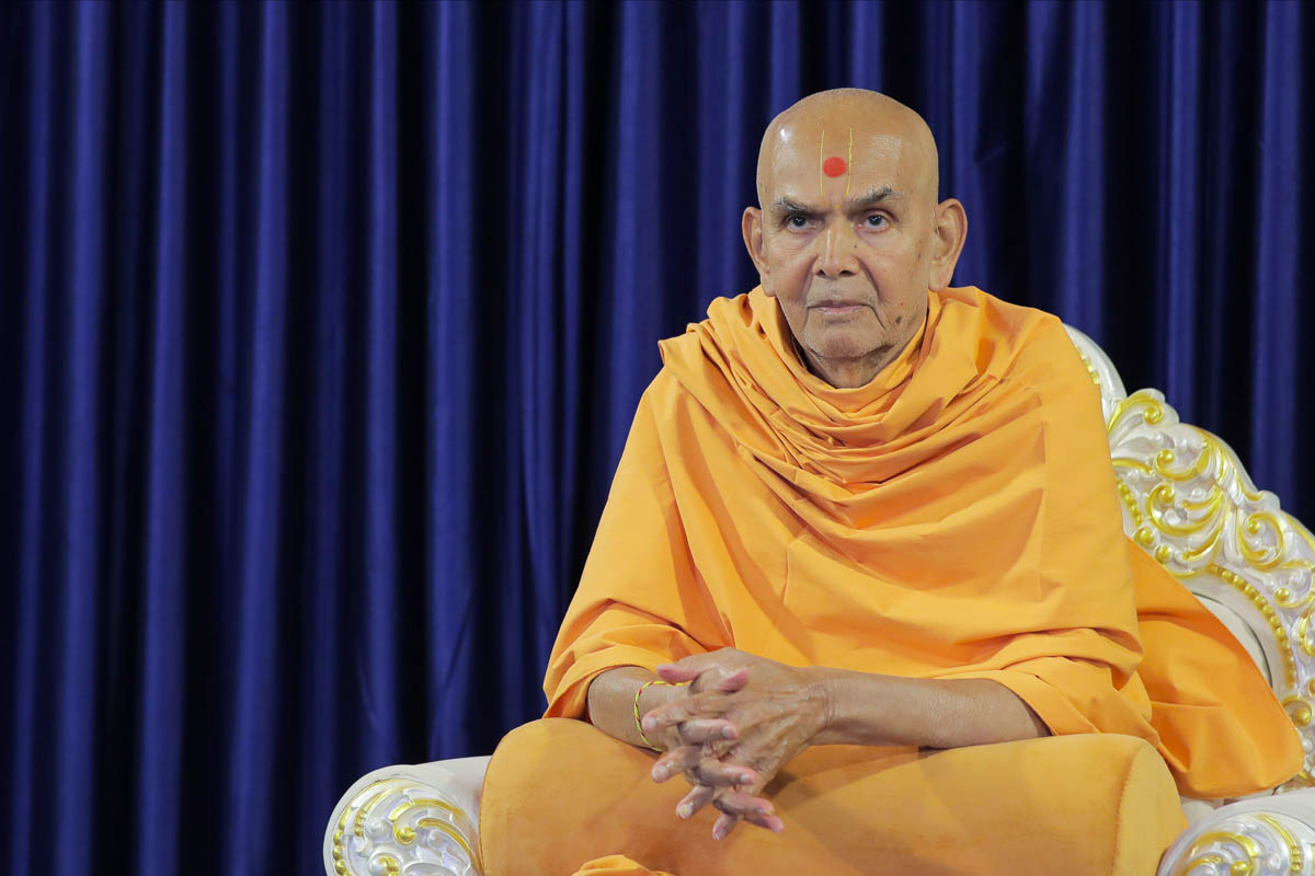 Swamishri after his daily puja