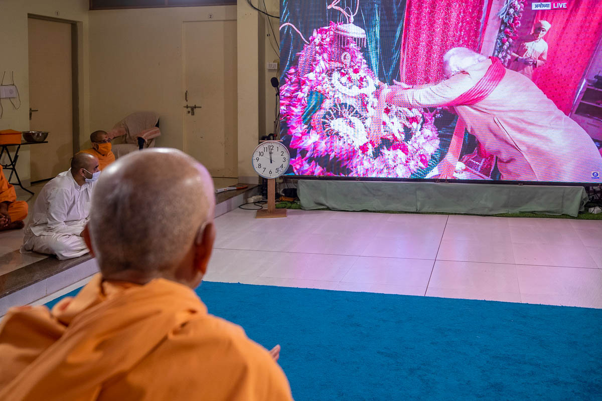 Swamishri watches Shri Ram Mandir Shilanyas Ceremony