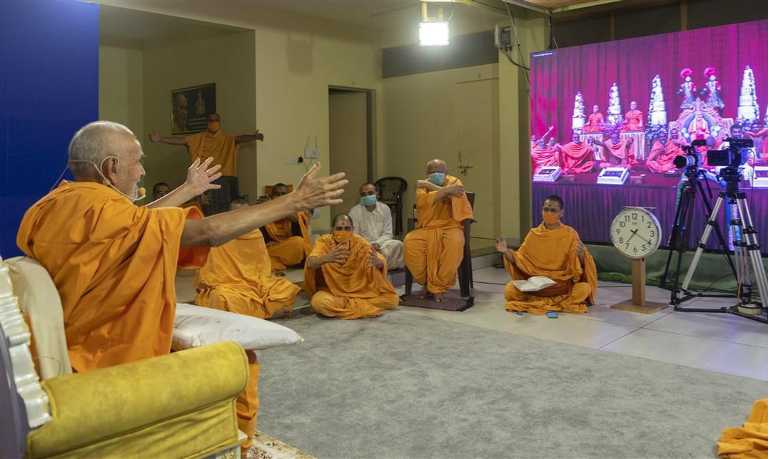 Swamishri embraced the swamis in London from Nenpur
