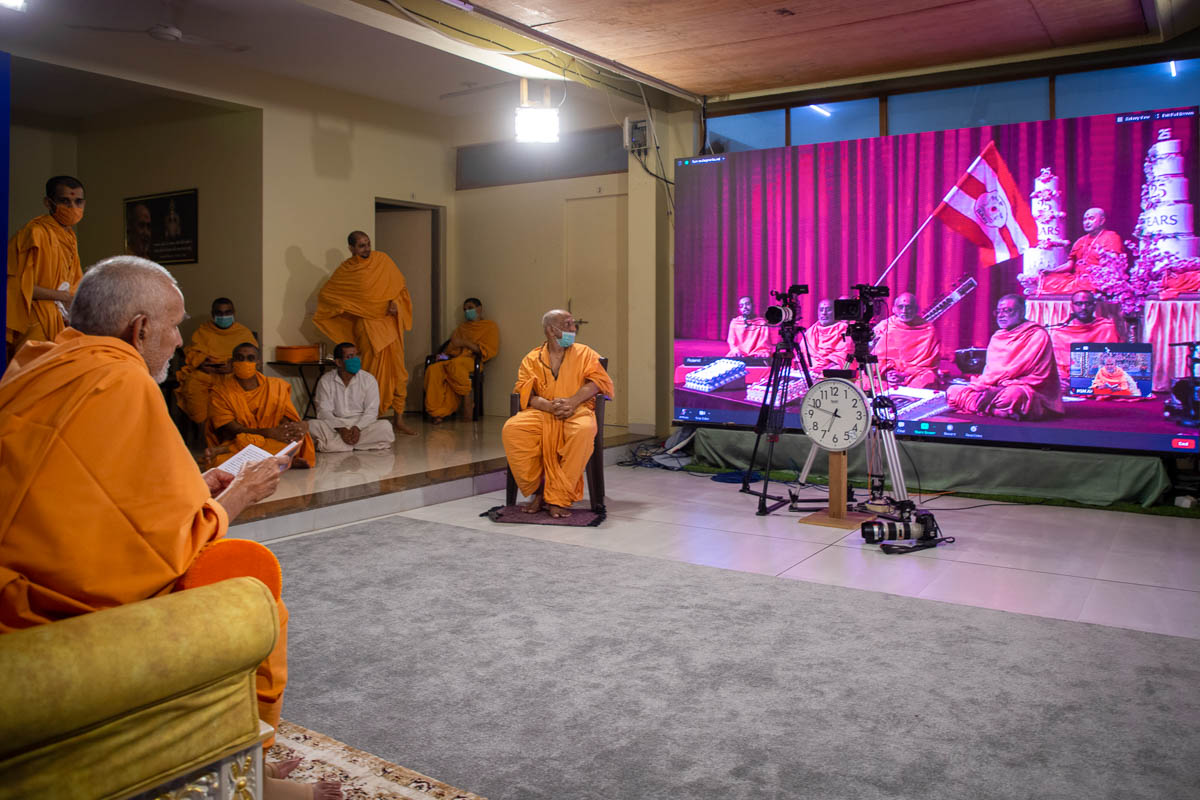 Swamishri observed the kirtan aradhana from Nenpur