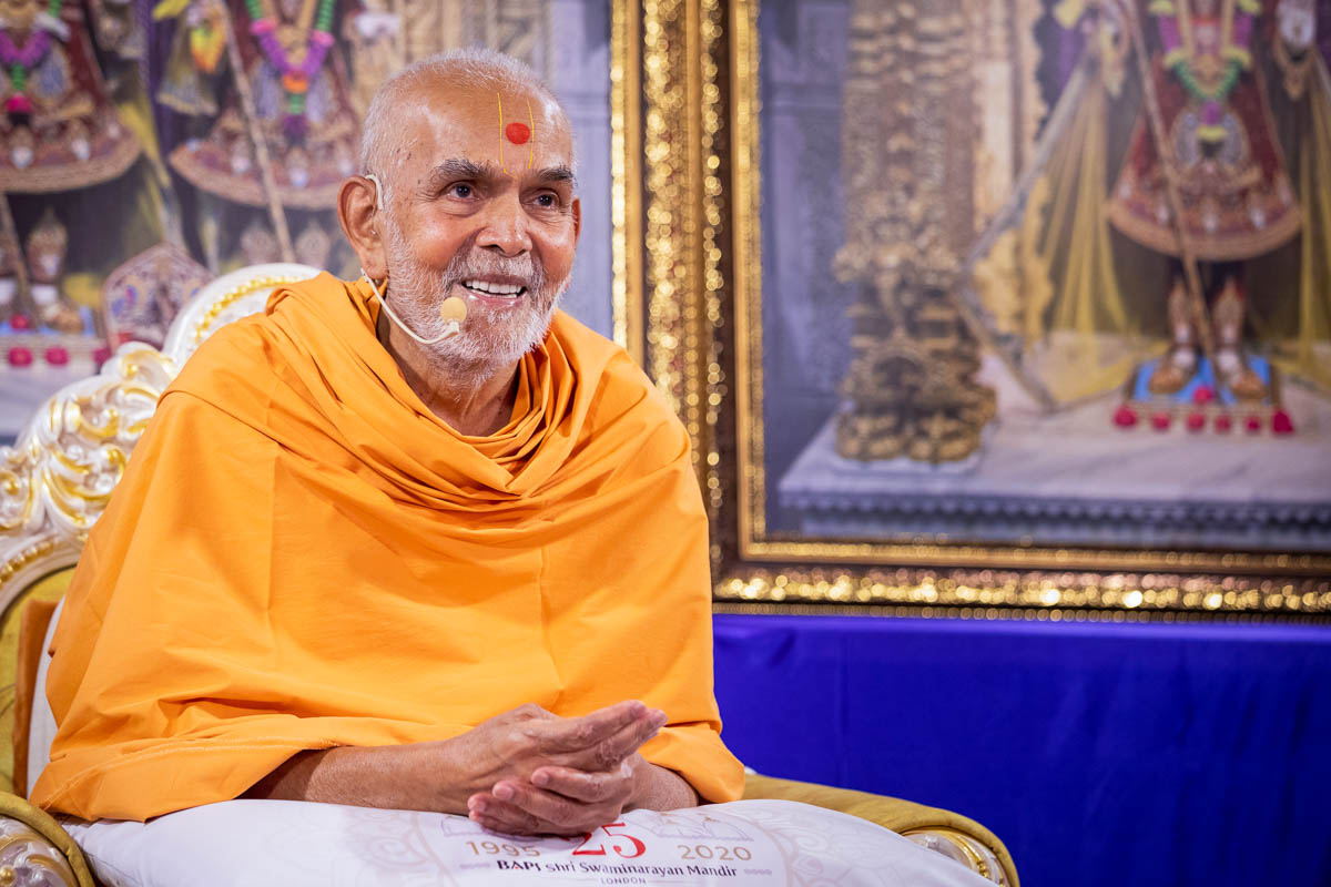 Swamishri responded warmly to the swamis in London