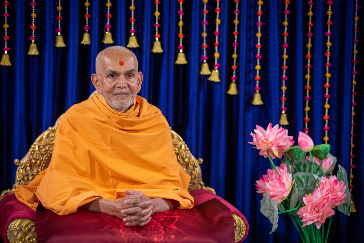 Swamishri during the evening Mahant Parva assembly