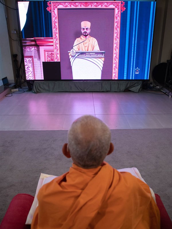 Swamishri during the evening birthday celebration assembly