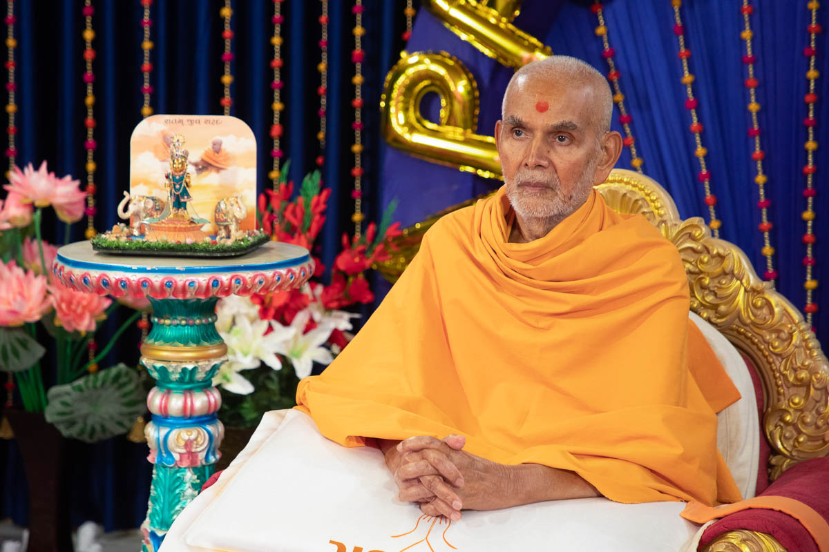 Swamishri during the evening assembly