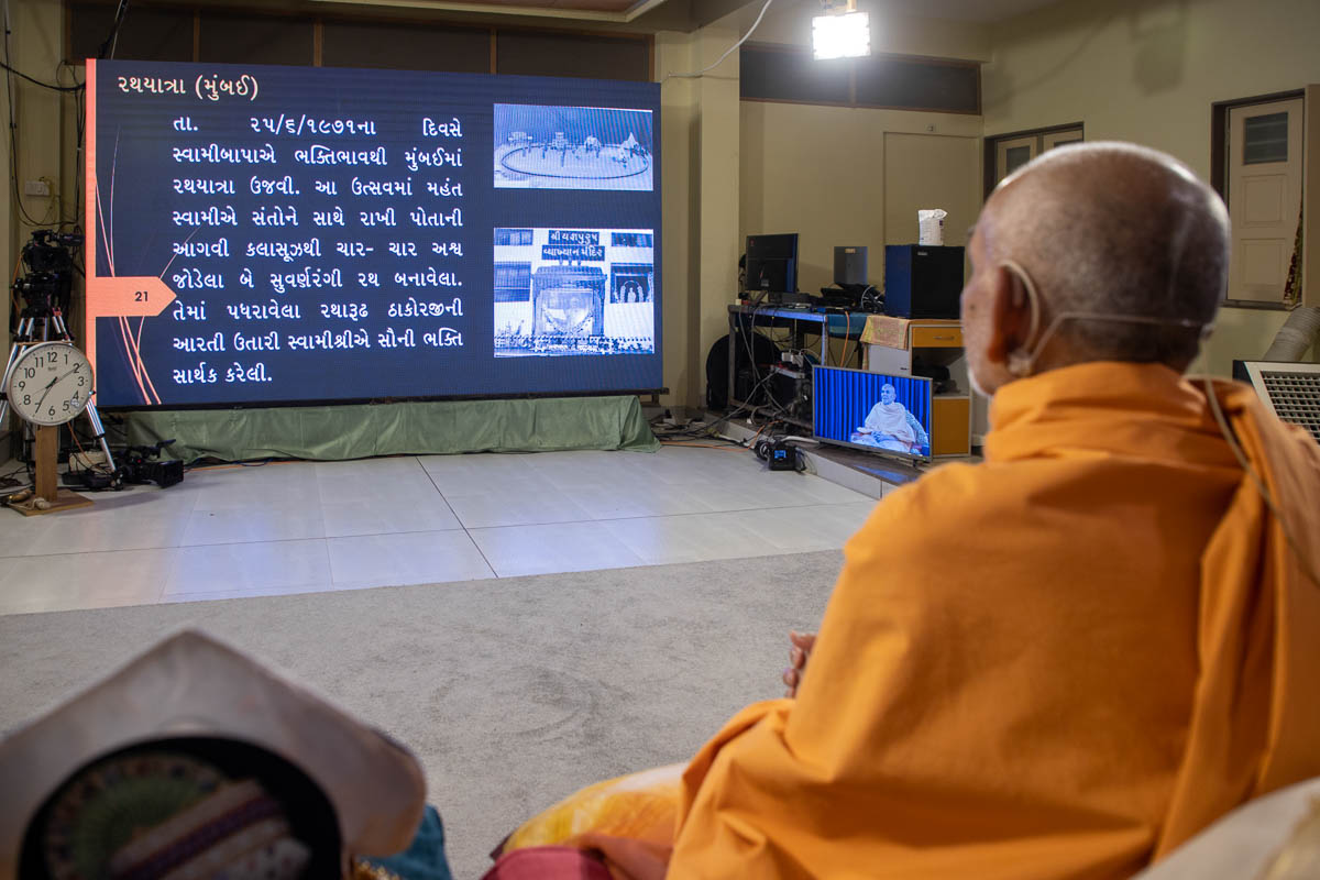 During the evening assembly, Swamishri recalls his memories of historic occasions