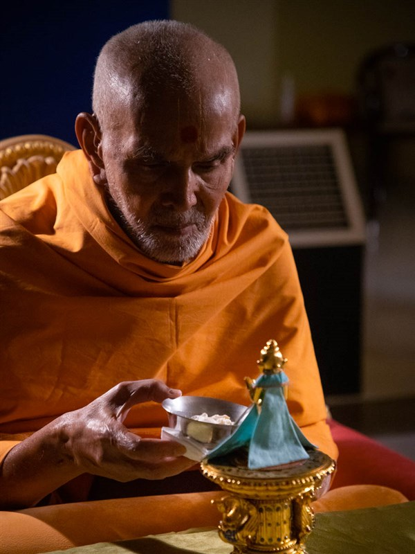 Swamishri offers ice-cream to Shri Harikrishana Maharaj