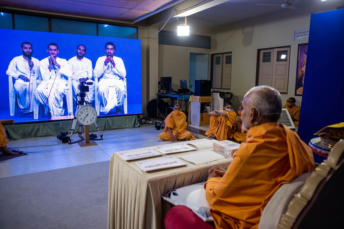 Swamishri in conversations with sadhaks