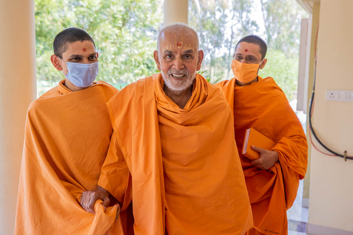 Swamishri after his afternoon walk