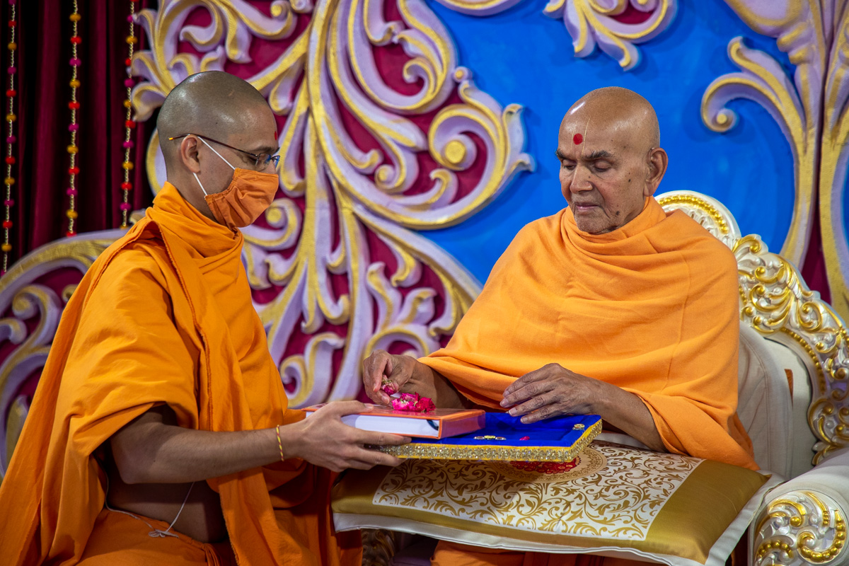 Swamishri blesses the PhD thesis written by Gnanvardhan Swami