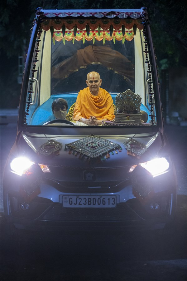 Swamishri in Shantivan grounds in the evening